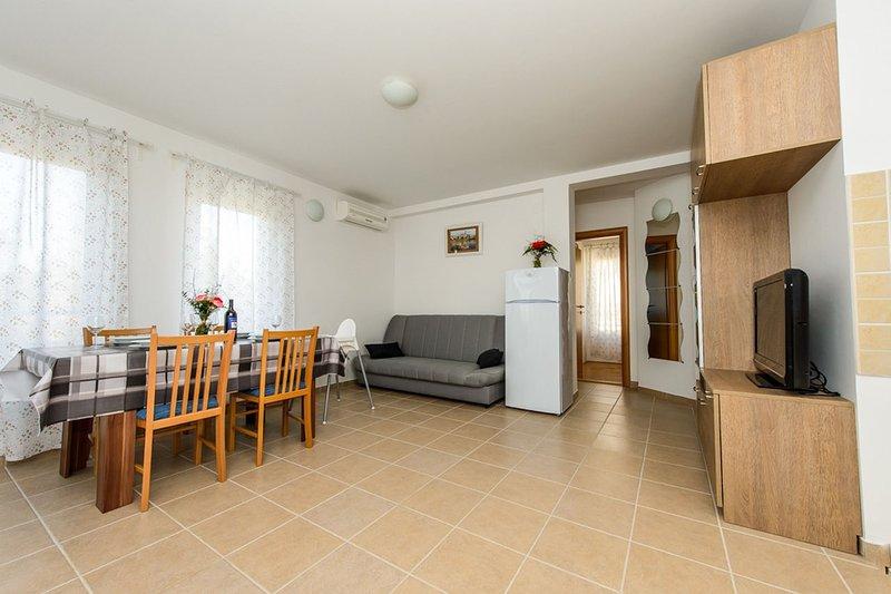 Flooring,Floor,Furniture,Chair,Living Room