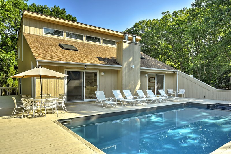Bike to Water. Modern, Bright Vacation Home w/ Pool & Private, Spacious Grounds., vacation rental in Springs