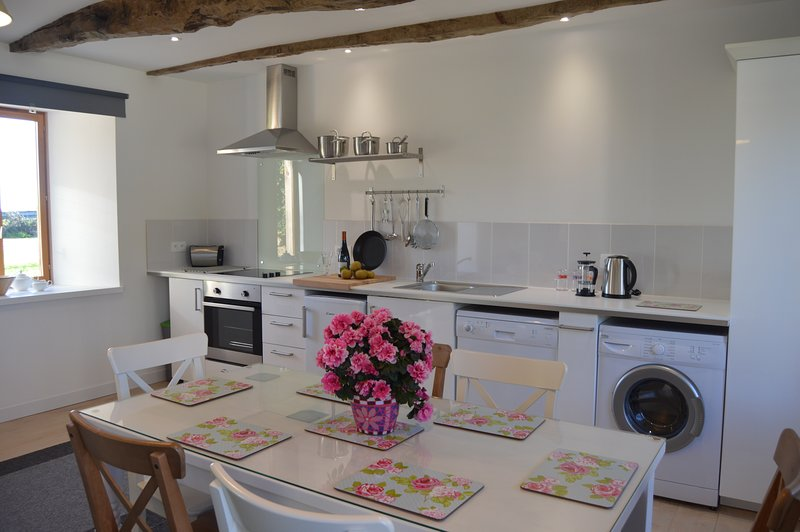 Beautiful, Rural One Bedroom Gite near Pontrieux, Cotes dArmor, holiday rental in Pedernec