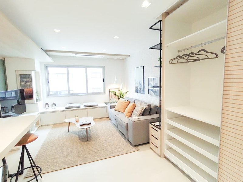 Stylish Saint Paul Apartment by BnbHost, holiday rental in Paraiso