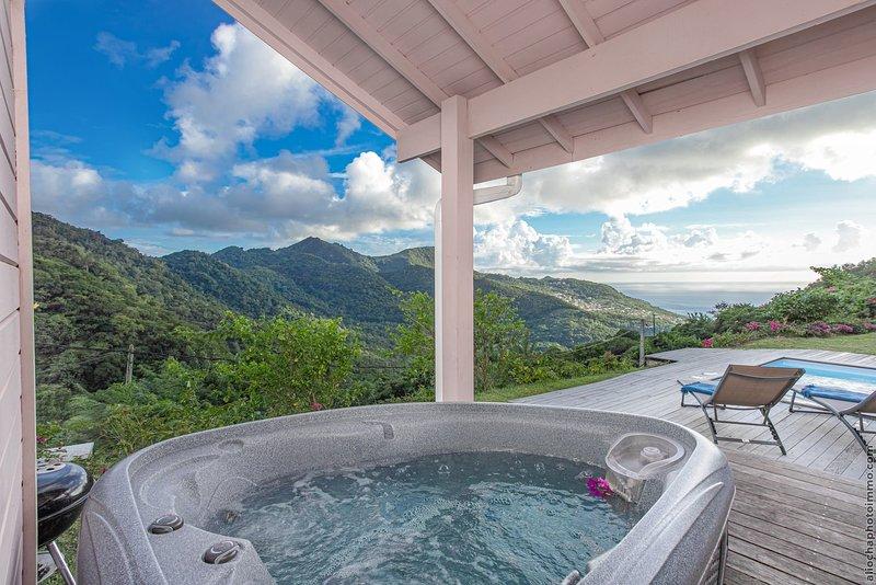 DOMAINE DE MAPOU - Chalet - Bungalow Jacuzzi + Piscine et vue Mer des Caraïbes, aluguéis de temporada em Les Anses d'Arlet