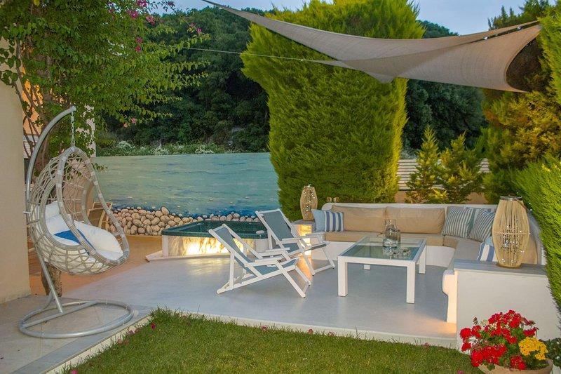 CHRIS REA VILLA  IN SKIATHOS TOWN, vacation rental in Troulos