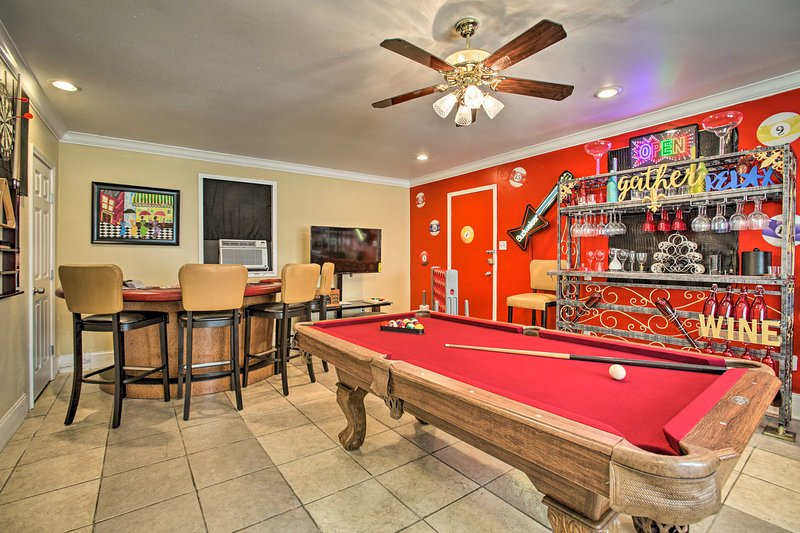'Major Manor' New Orleans Home w/ Pool & Game Room, holiday rental in Saint Bernard