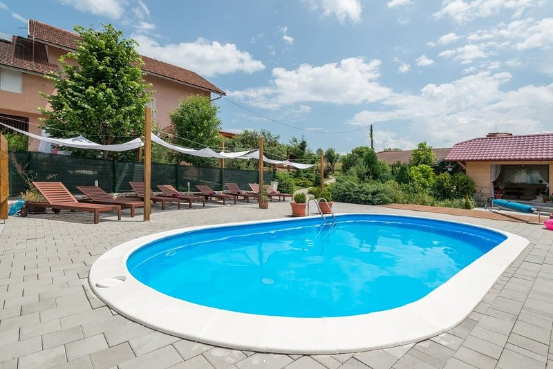 Mar - with pool; R7(2) - Rakovica, location de vacances à Ostarski Stanovi
