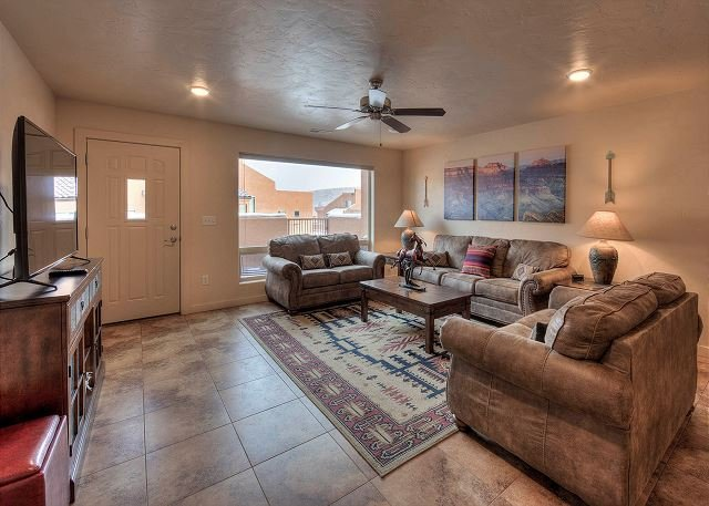 Dog Friendly Townhome - Views of the Moab Rim-Pool & Hot Tub-10A8, vacation rental in Moab