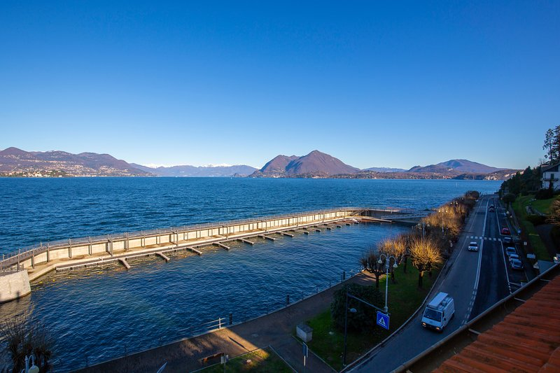 Enchanting View on Stresa Promenade, vacation rental in Vedasco