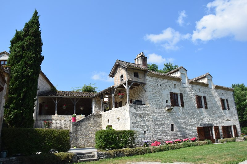 Les Terrasses de La Serre - Gite et chambres d'hôtes de charme avec piscine, Ferienwohnung in Saint-Daunes