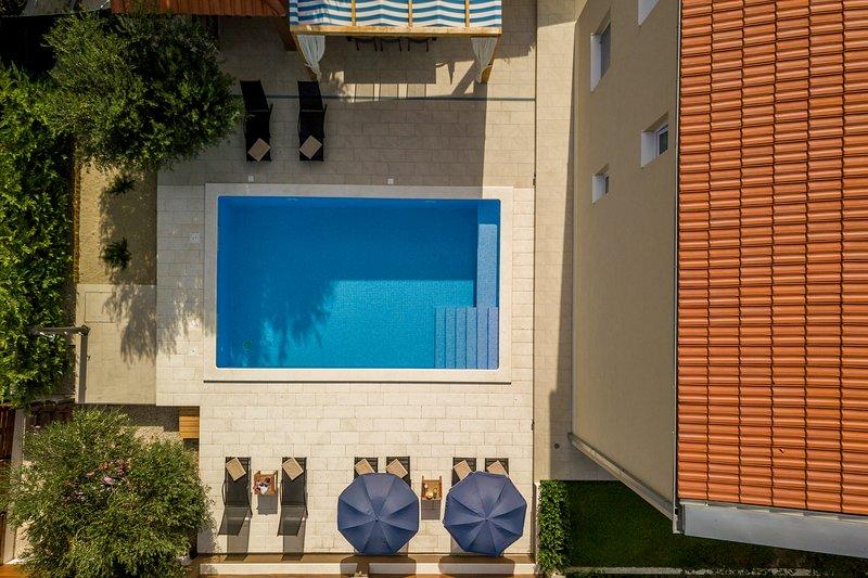 Villa Beata 12km from Split ,heated pool-gym-peace, vacation rental in Klis