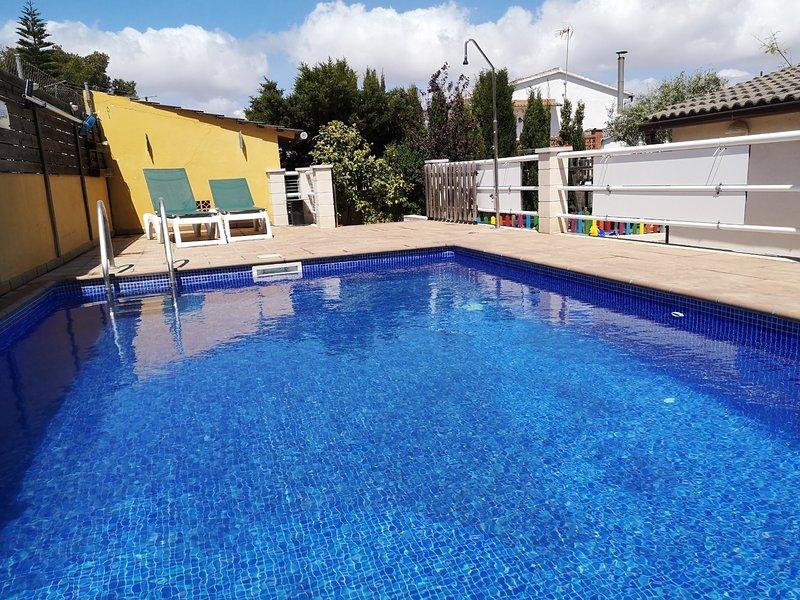 Casa ideal para familias con piscina y parque, vacation rental in Castellet i la Gornal