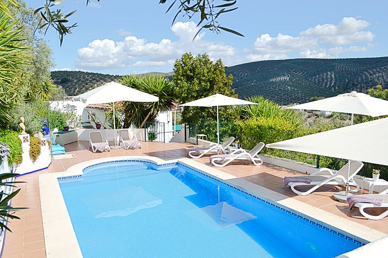 Tranquil 2 Bedroom cottage with private pool, close to Lake Iznajar,, vacation rental in Cuevas Bajas