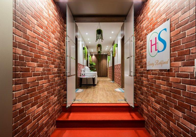 Majesty 4 Bedroom Suite - upto 12 guest, alquiler de vacaciones en Thane