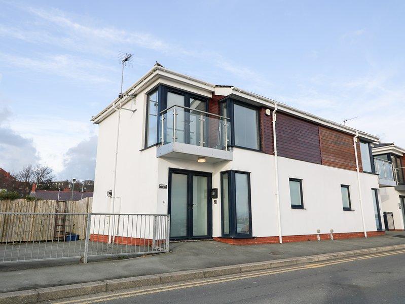 8 Marina View, Pwllheli, holiday rental in Efailnewydd