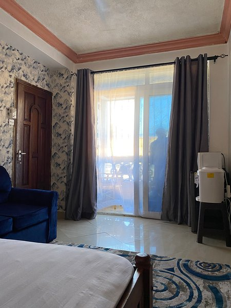 Stylish Nyali beach studio, 5 mins to beach, malls,  Links road, holiday rental in Mombasa