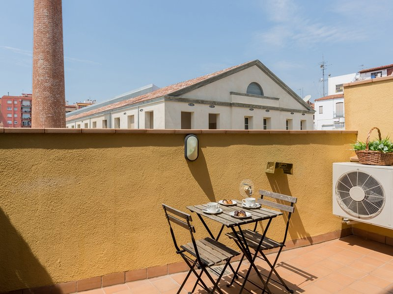 20km from Barcelona and next to the beach. matarolux12, vacation rental in Mataro