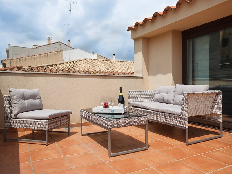 25km Barcelona · Duplex with 2 terraces and close to the beach, vacation rental in Mataro