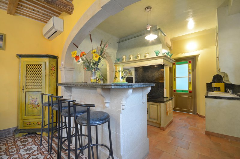 Beautiful house with terrace & Wifi, holiday rental in Le Thor