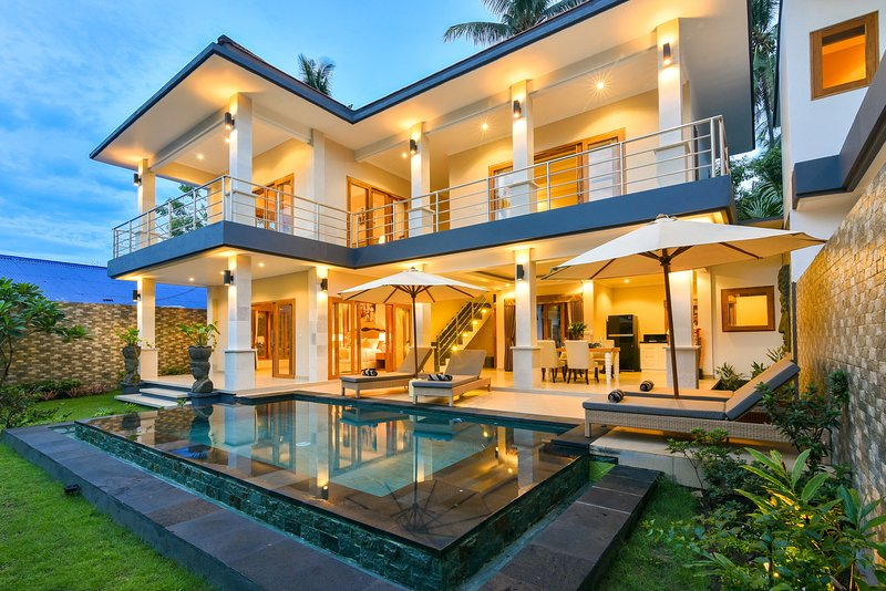 Villa Nyoman 3 · Lovina 5⭐️ villa with staff, free breakfast, 2 BR, Pool, Ferienwohnung in Kaliasem