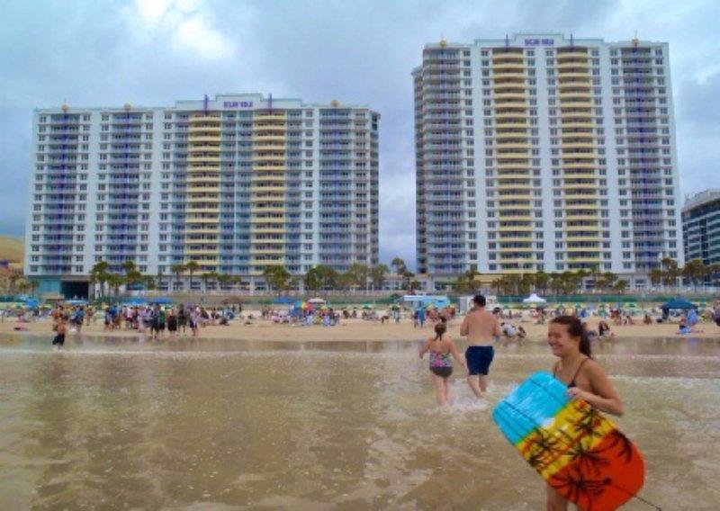 Ocean Walk Resort  911AB Luxurious Ocean Front condo, holiday rental in Holly Hill