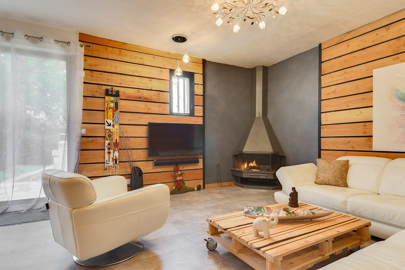 LOU BANCAOU - Maison tout confort avec piscine, vacation rental in Peynier