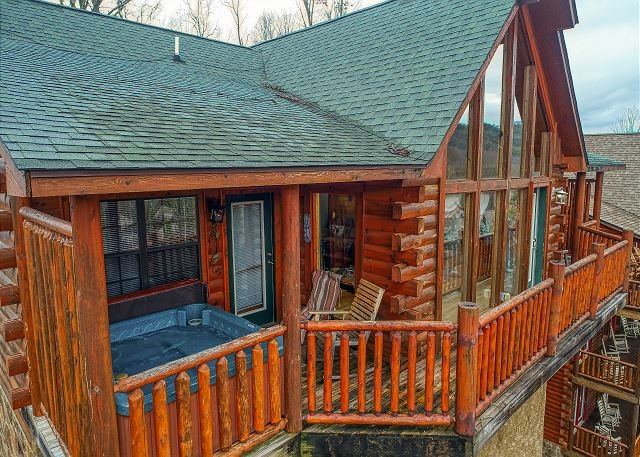 Great Smoky Mountain Dollywood Log Cabin with View, Pool table, Pool Access, holiday rental in Sevierville