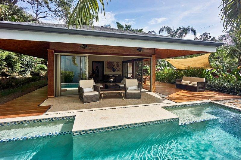 VILLA GUANACASTE:PRIVATE LUXURY VILLA W/POOL few steps away from the near beach, vacation rental in Santa Teresa
