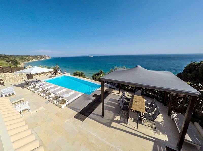 Beach Villa Quarda, Private Beach - Infinity Pool, vacation rental in Svoronata