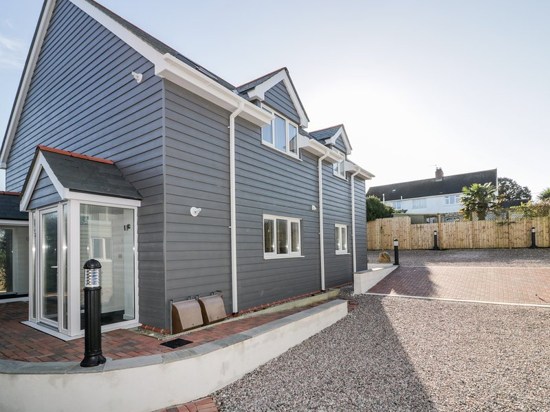 Robin Apartment, Padstow, vacation rental in Edmonton