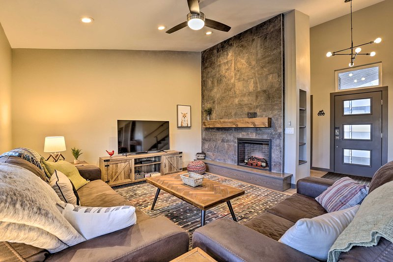 Make memories by the fireplace in this 3-bedroom, 2.5 bath Silverthorne home!