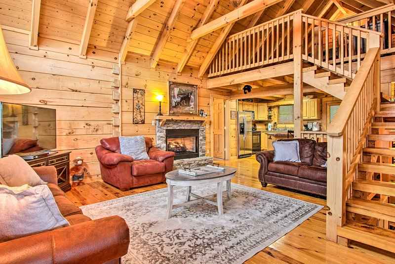 Family-Friendly Smoky Mtn Retreat w/Hot Tub & Deck, vacation rental in Pigeon Forge