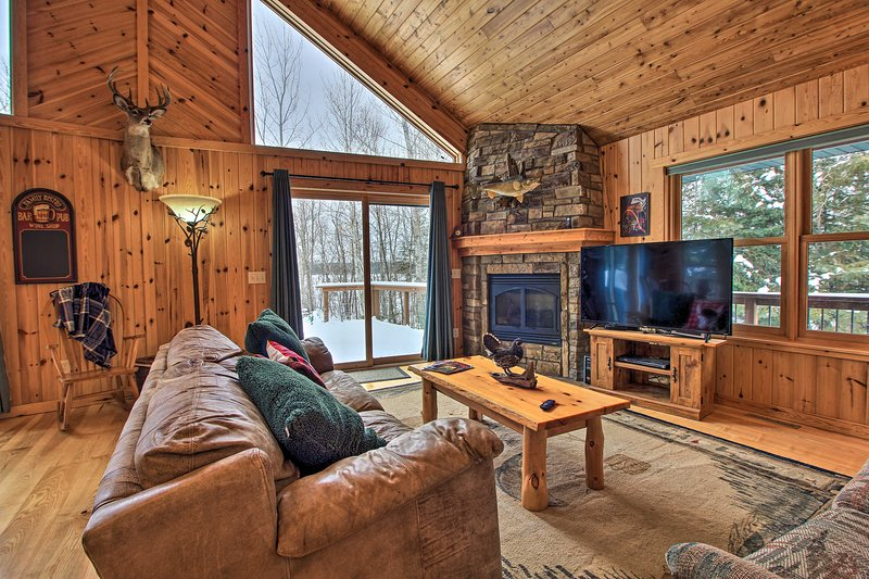 Pet-Friendly Cabin on Lake Vermillion w/Dry Sauna!, holiday rental in Tower