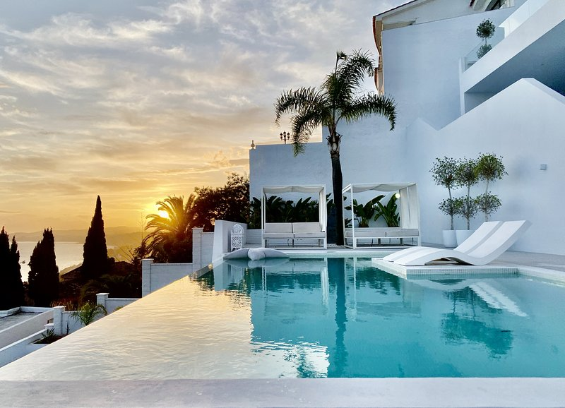The Sugar Hill House - Unique luxury 180º sea view, holiday rental in Benalmadena