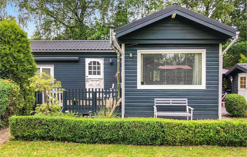 Nice home in Lanaken with WiFi, Outdoor swimming pool and 2 Bedrooms (BLI027), alquiler vacacional en Rekem