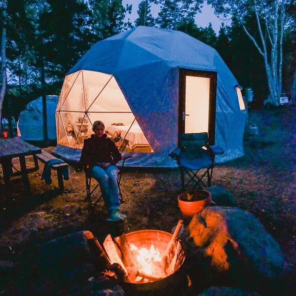 Blue Bayou Resort King size suite Geodesic Dome Just off the Cabot Trail, aluguéis de temporada em Pleasant Bay