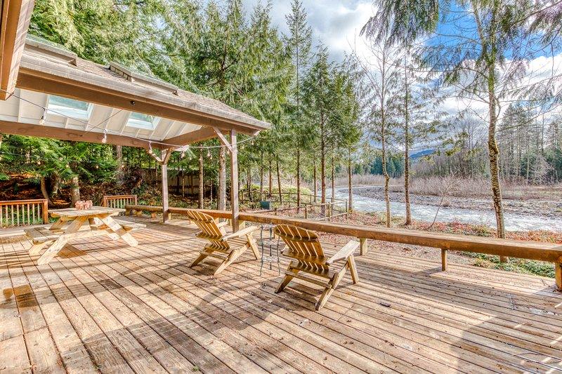 Dog-friendly, riverfront home w/ a private hot tub, shared pool, & sauna, holiday rental in Brightwood