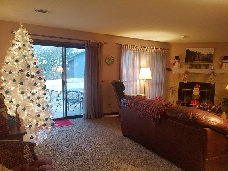 Cubrimos la casa con muchas decoraciones navideñas.
