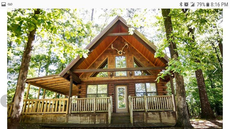 ~Enjoy the Amenities*Hot Tub*Foosball*Fireplace~, vacation rental in Hochatown