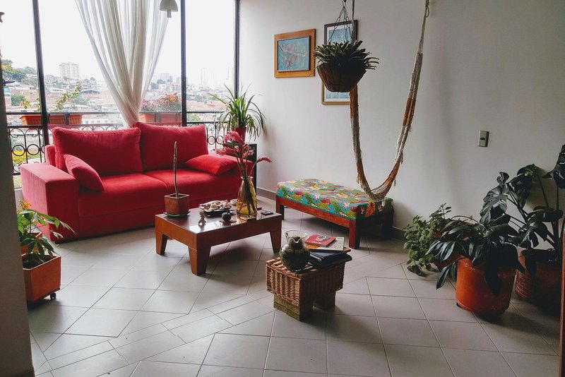 Enjoy the best location and the services that this comfortable and cozy apartment has to offer, with capacity for two people, this beautiful property has one bedroom, one bathroom, living room, dining room, kitchen, cable TV and Wi-Fi Internet and a ...