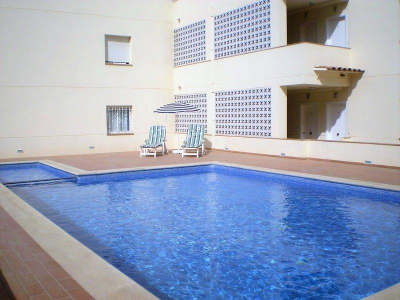 Costa Brava Apartment Victoria Park Estartit, Piscina + a/c + cable TV + Wifi, location de vacances à L'Estartit