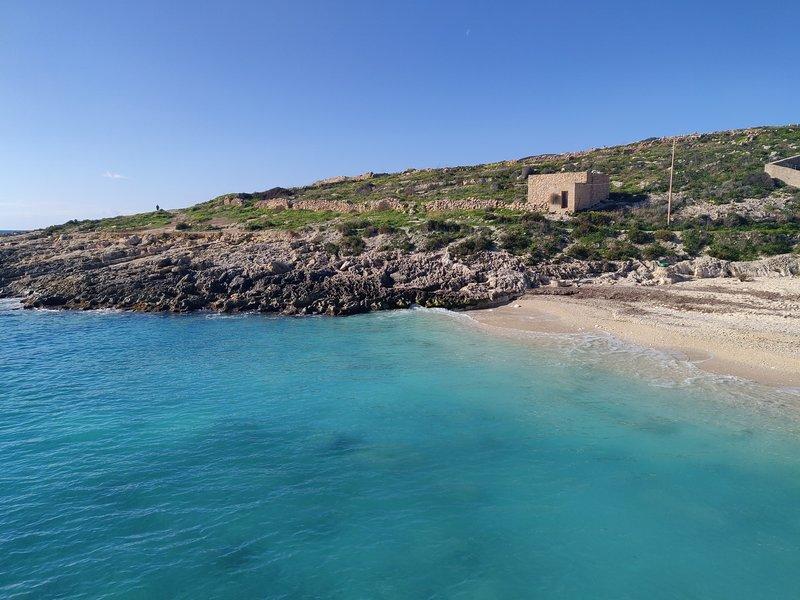 Pleasant Two Bedroom Apartment in the Quaint Village of Qala, Gozo, location de vacances à Qala