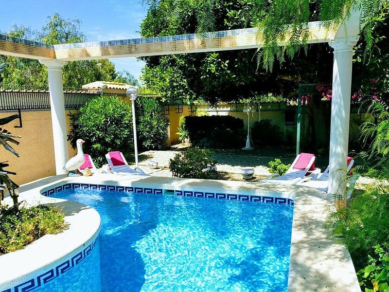 WONDERFUL INDEPENDENT VILLA WITH PRIVATE POOL, holiday rental in Ciudad Quesada