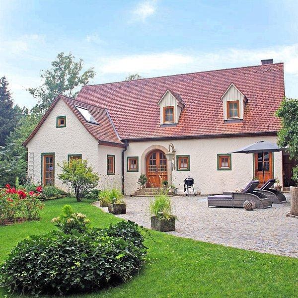 Ferienhaus Rosenhof im fränkischen Seenland mit Whirlpool, Kamin und Garten, holiday rental in Ramsberg