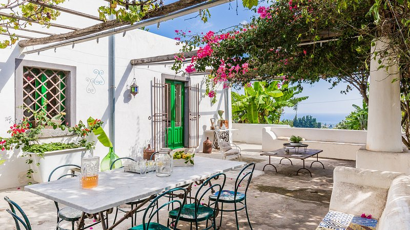 Casa Dogana Vecchia, country house between Catania and Taormina, holiday rental in Giarre