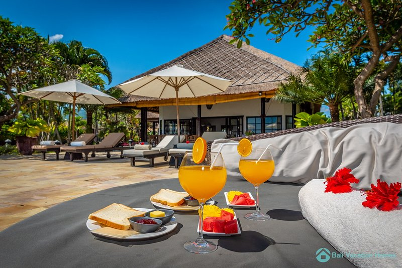 ⭐️ ⭐️⭐️⭐️⭐️ Beach Villa Retreat 12P, Private Pool, Lovina, holiday rental in Dencarik