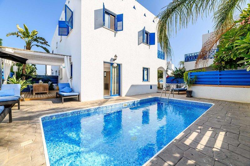 Artisan Homes,Villa Santorini, Dekelia, Paralimni, holiday rental in Vrysoulles