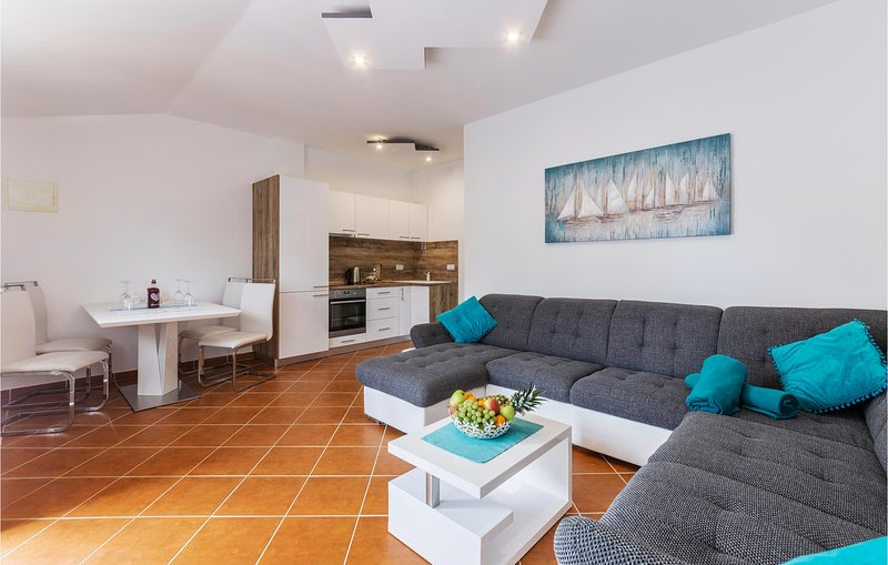 Beautiful apartment in Pavicini with 1 Bedrooms (CIO268), holiday rental in Pavicini