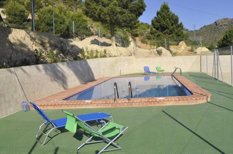 Amazing house with shared pool, holiday rental in Majada Carrasca