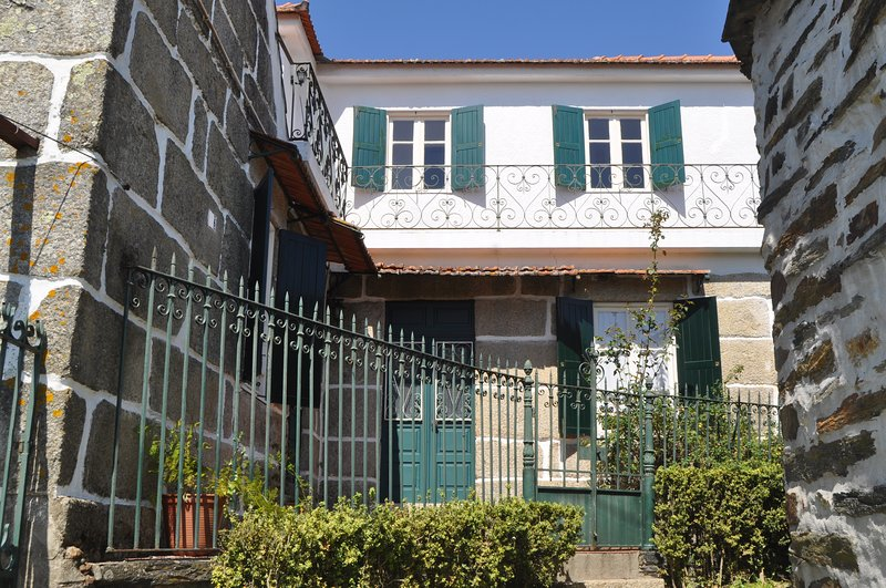 Rustic villa located in the Serras do Porto, holiday rental in Recarei
