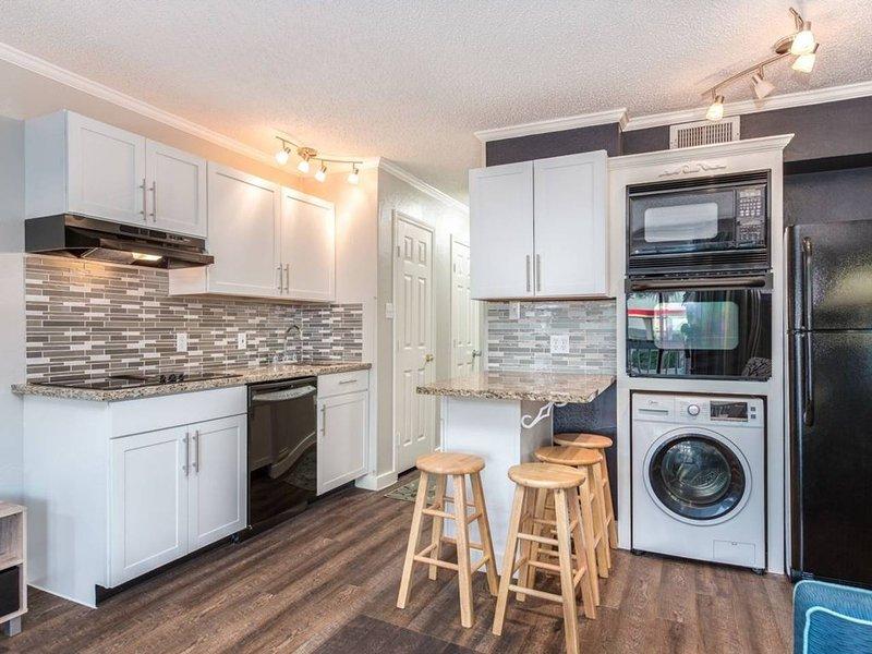 Cocina: hay mucho espacio en el mostrador para preparar comidas y cenar en la cocina.