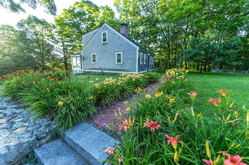 Restored 1821 Cape Cod charm, lake and mountain views, modern amenities, vacation rental in Gilford