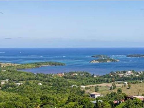 Amazing house with sea view, alquiler de vacaciones en Le Francois